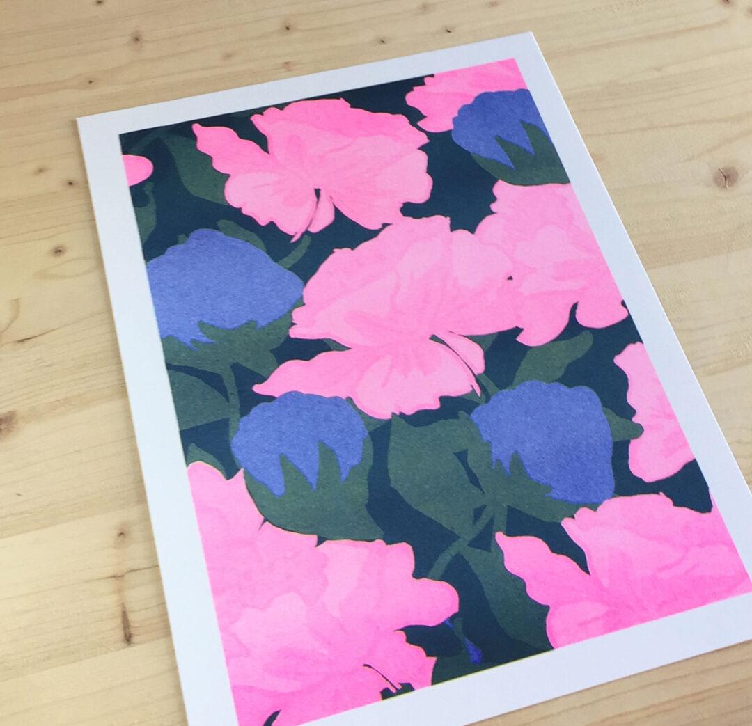 affiche risographie fleurs rose et bleues